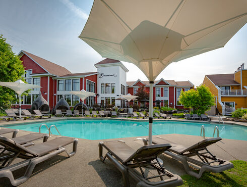 Estrimont Suites & Spa Eastern Townships Outdoor pool