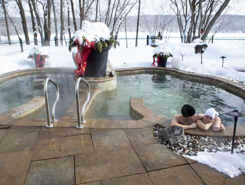 Manoir du Lac William spa hiver couple